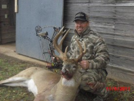 Use Force Field De-Scent to get close enough to your trophy buck. Darren, the owner of Alpha Roofing in Lawrence, Kansas, took this nice non-typical buck near Anthony, Kansas.